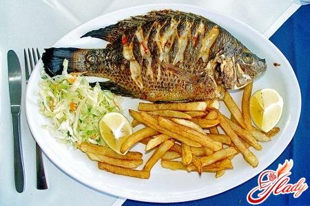 с чем подают жареную рыбу